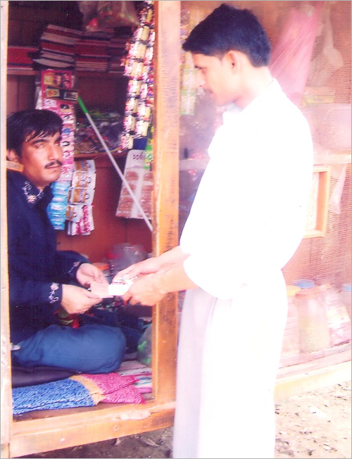 Graphic: Ravidutt Soni receiving money for goods sold