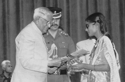 Daffine, receiving Best Employee National Award from President of India