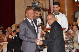 THE SECRETARY General  OF THE Confederation mr.J L Kaul receiving Padmashri Award from the president of India